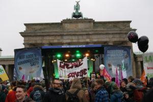Am Brandenburger Tor versammelten sich alle für die Abschlusskundgebung.
